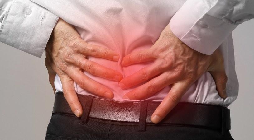 Co złagodzi ból kręgosłupa? /©123RF/PICSEL