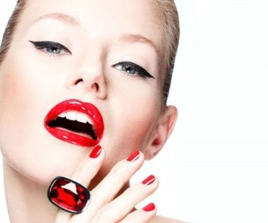 Co zrobić, aby szminka trzymała się dłużej na ustach?