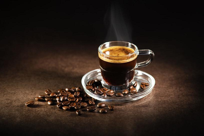 Co zrobić, by przygotowana przez nas kawa smakowała jak z najlepszej kawiarni? /123RF/PICSEL
