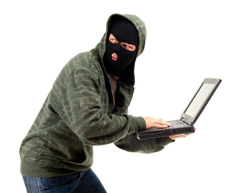 Co zrobić gdy nasz komputer padnie łupem złodzieja? /123RF/PICSEL