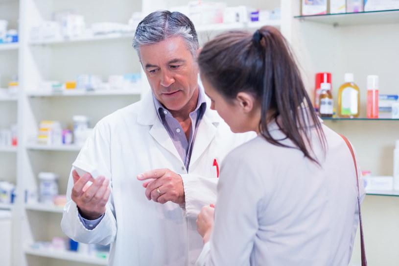 Co zrobić, gdy w aptece brak leku, który zażywamy na stałe? /123RF/PICSEL