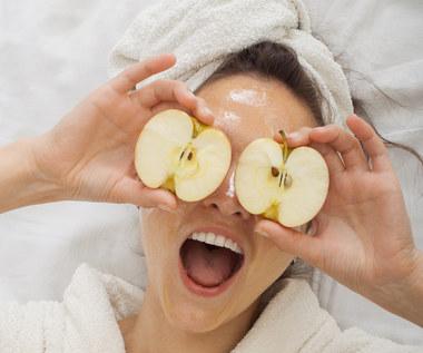 Co zrobić z jabłek? Oczyszczająca, odżywiająca i odmładzająca maseczka z jabłek