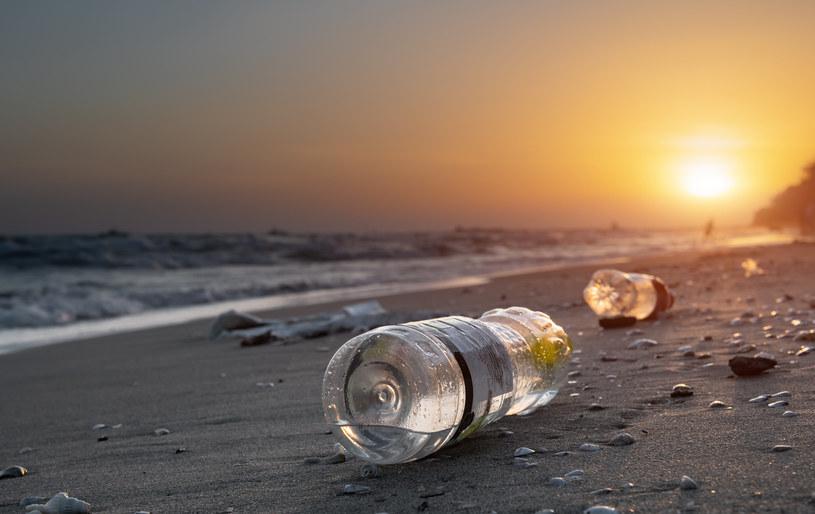 Co zrobić z tonami plastiku? /123RF/PICSEL