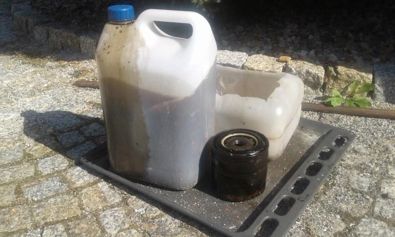 Co zrobić ze starym olejem? /INTERIA.PL