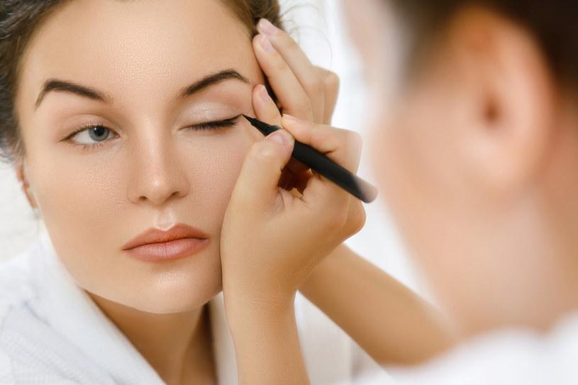 Co zrobić, żeby eyeliner się nie rozmazywał? /123RF/PICSEL
