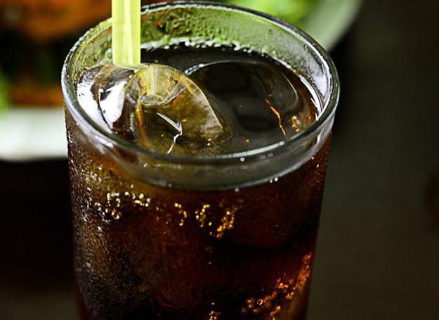 Coca-cola nie zahamuje dolegliwości żołądkowych u dziecka /123RF/PICSEL
