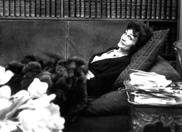 Coco Chanel - fotografia z 1954 r /Agnieszka Lisak – blog historyczno-obyczajowy