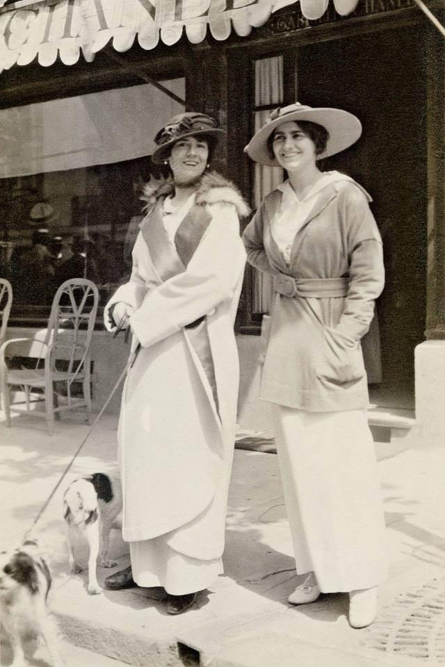 Coco ze swoją ciotką (1913 rok) /Agnieszka Lisak – blog historyczno-obyczajowy