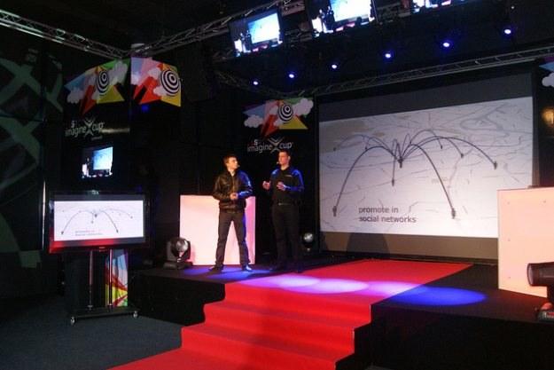 CodeRaiders podczas prezentacji projektu Life Circle, społecznościowej sieci krwiodawstwa /materiały prasowe