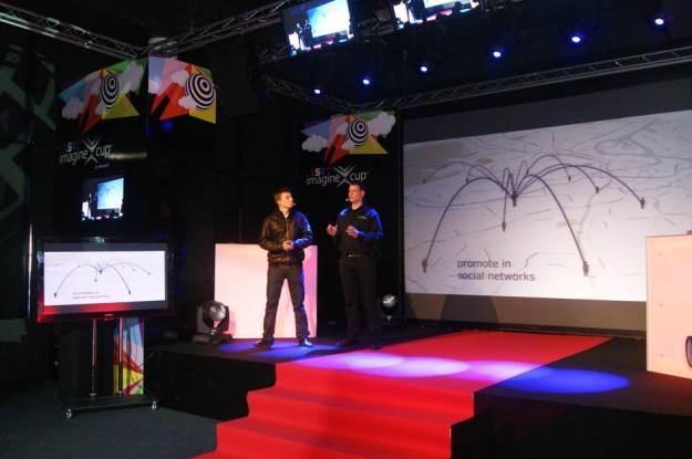 CodeRiders podczas finałowej prezentacji - krajowe finały w Warszawie /materiały prasowe