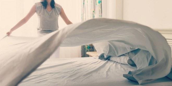 Codzienne ścielenie łóżka a zdrowie /© Photogenica