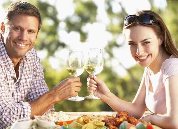 Codzienne spożywanie niewielkiej ilości alkoholu zmniejsza ryzyko chorób serca /© Panthermedia