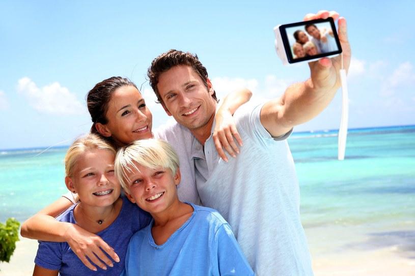 Codziennie na portalach społecznościowych rodzice zamieszczają tysiące zdjęć swoich dzieci /123RF/PICSEL