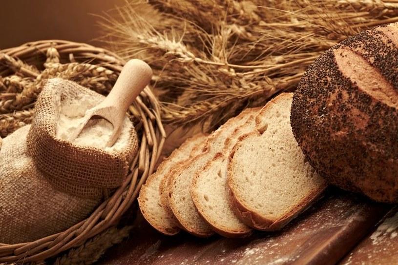 Codziennie powinniśmy jeść pięć porcji pełnego ziarna /123RF/PICSEL