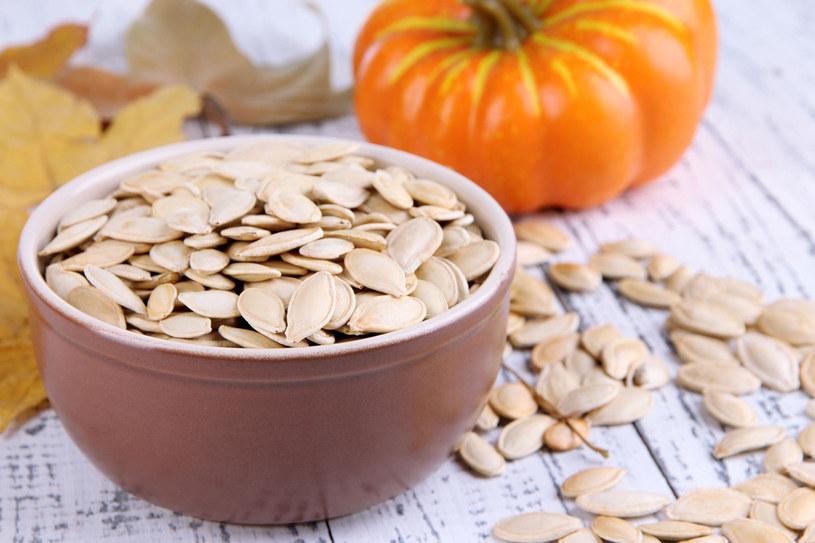 Codziennie spożywaj 2 łyżki pestek i nasion z dyni, bo obfitują w cynk, nienasycone kwasy tłuszczowe i witaminę E /123RF/PICSEL