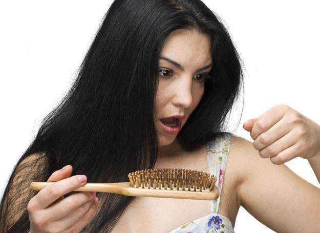 Codziennie tracimy około 100 włosów /123RF/PICSEL