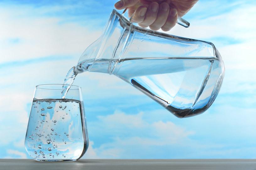 Codziennie wypijaj 1,5-2 l wody dla utrzymania odpowiedniego poziomu nawodnienia