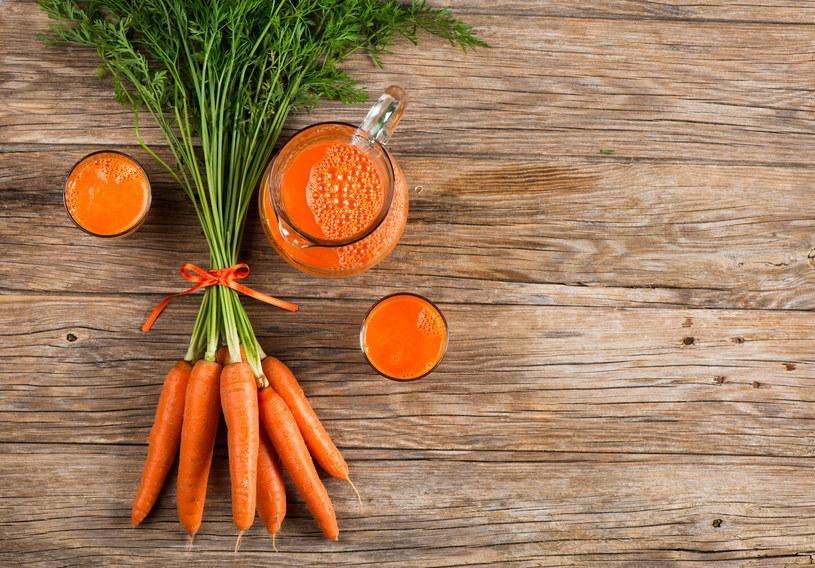 Codziennie zjadaj jedną średniej wielkości surową marchewkę /123RF/PICSEL