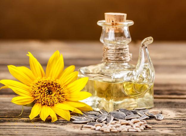 Codziennie zjadaj łyżkę oleju słonecznikowego /123RF/PICSEL