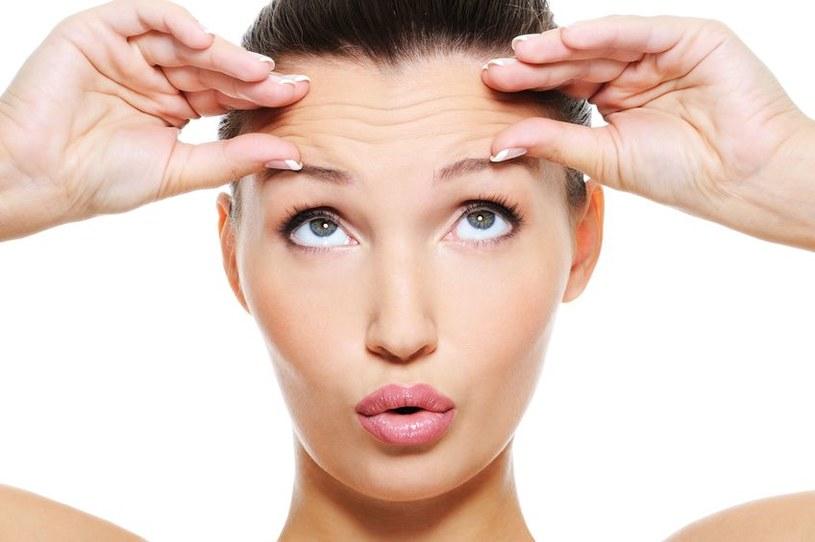 Codzienny, delikatny masaż pobudza komórki, poprawia jędrność twarzy i sprawia przyjemność /123RF/PICSEL
