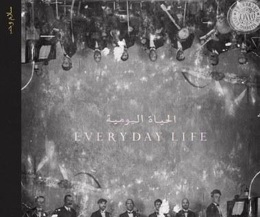 """Coldplay """"Everyday Life"""": Pozory wielkiej sztuki [RECENZJA]"""
