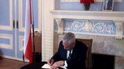 Colin Powell wpisał się do księgo kondolencyjnej