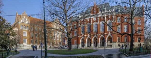 Collegium Novum po lewej budynek Collegium Witkowskiego Uniwersytetu Jagiellońskiego /Jerzy Ochoński   /PAP