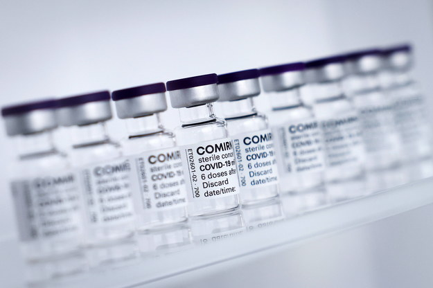 Comirnaty - szczepionka koncernu Biontech/Pfizer /Christian Charisius   /PAP/EPA