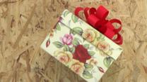 ¿Cómo hacer un lazo espectacular en un regalo?