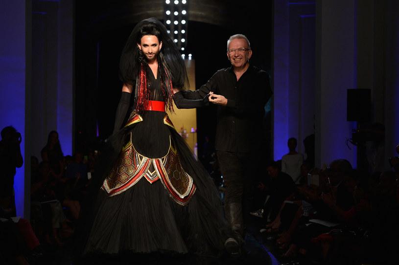 Conchita Wurst podczas pokazu Jean Paula Gaultier, fot. Pascal Le Segretain / Staff /Getty Images