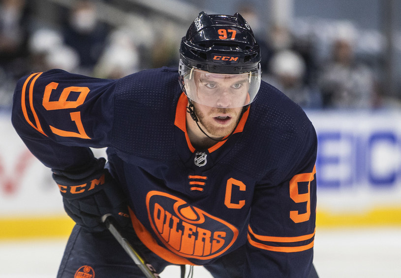 Connor McDavid dzięki swojej dobrej postawie na taflach NHL zdobył uznanie m.in. w oczach innych graczy /The Canadian Press/Associated Press/East News /East News
