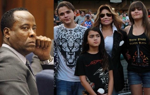 Conrad Murray i dzieci Jacksona z ciocią La Toyą /- /East News
