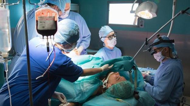 Consalida tuż przed ślubem będzie przeprowadzać skomplikowaną operację... /www.nadobre.tvp.pl/