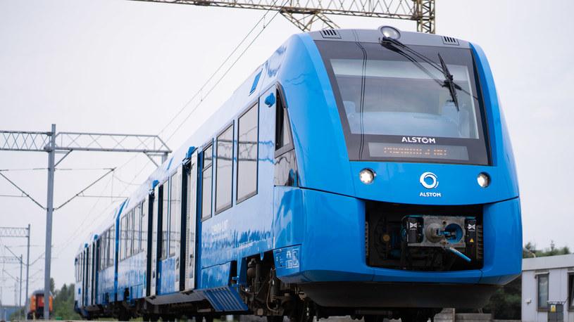Coradia iLint na torze badawczym Instytutu Kolejnictwa w Żmigrodzie koło Wrocławia (fot. Alstom) /