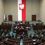 """Coraz krótsze posiedzenia Sejmu. Projekty opozycji trafiają do """"zamrażarki"""""""
