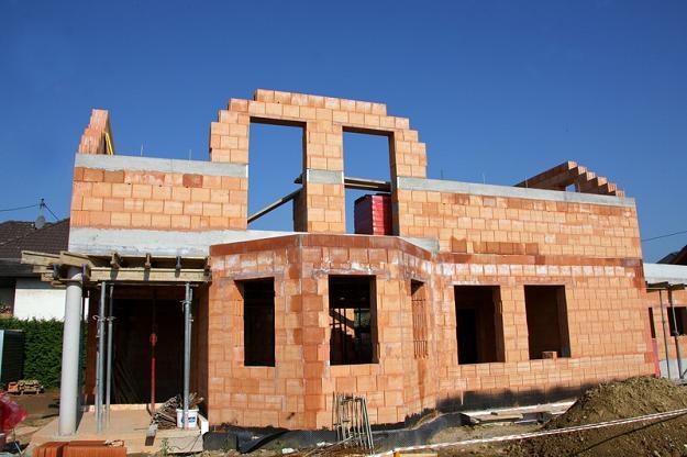 Coraz mniej osób decyduje się w Polsce na budowę domu /© Panthermedia