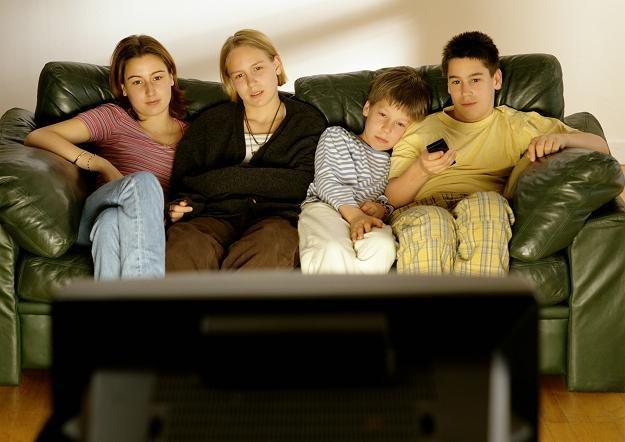 Coraz szybciej rośnie liczba osób, które rezygnują z telewizora /© Bauer