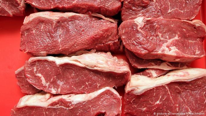 Coraz tańsze mięso w Niemczech wywołuje irytację hodowców. Szczyt kryzysowy w Berlinie zajmie się polityką cenową. /Deutsche Welle