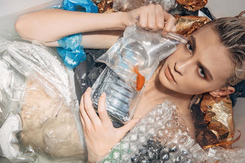 Coraz więcej i coraz głośniej mówi się o negatywnym wpływie mody na środowisko /123RF/PICSEL