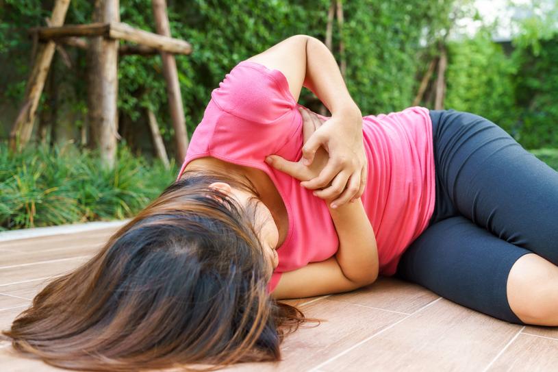 Coraz więcej młodych kobiet doznaje zawału serca /123RF/PICSEL