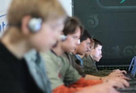 Coraz więcej młodych ludzi w sieci i coraz więcej niebezpieczeństw /AFP