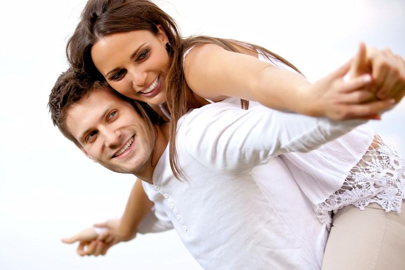 Coraz więcej młodych osób deklaruje, że sformalizowanie związku jest niepotrzebne /123RF/PICSEL