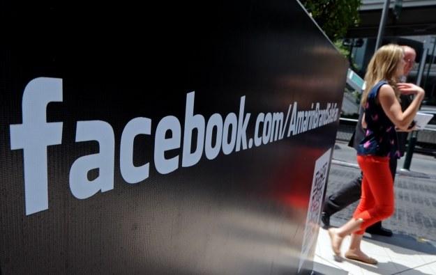 Coraz więcej mobilnych użytkowników Facebooka /AFP