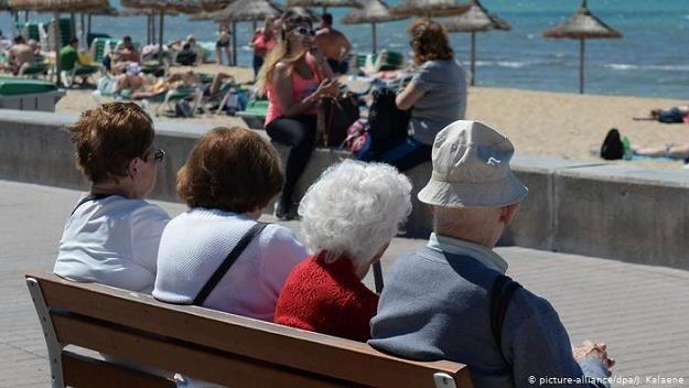 Coraz więcej niemieckich emerytów spędza jesień życia za granicą /Deutsche Welle