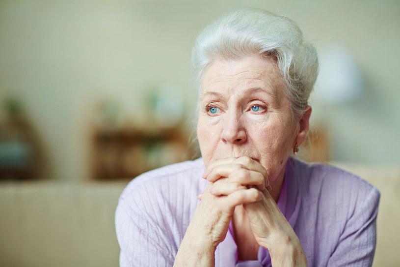 Coraz więcej osób po 65. roku życia zaczyna doświadczać problemów z pamięcią /123RF/PICSEL