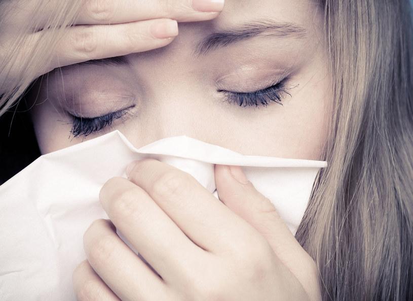 Coraz więcej osob zdradza objawy alergii /123RF/PICSEL