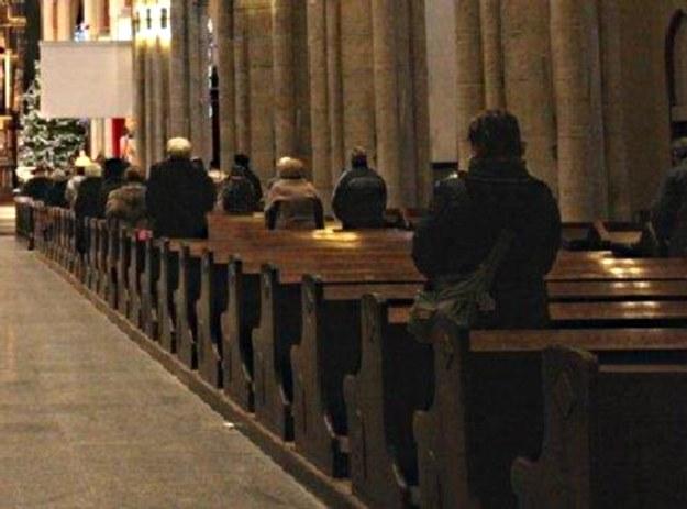 Coraz więcej Polaków chodzi do kościoła poza swą parafią /Cezary Pecold /Agencja SE/East News