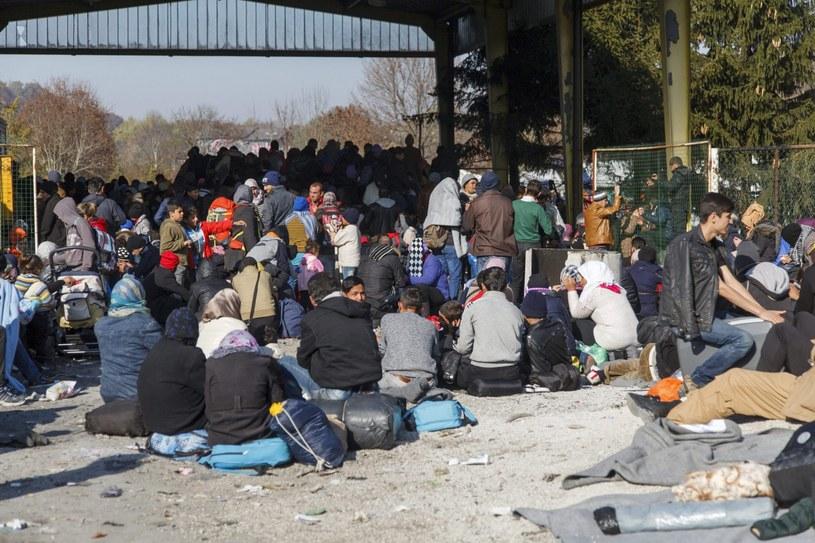 Coraz więcej Polaków przeciwko przyjęciu uchodźców /AFP