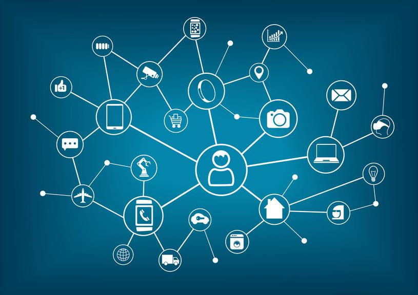 Coraz więcej posiadanych przez nas urządzeń jest stale podłączone do sieci. Tak działa Internet Rzeczy /123RF/PICSEL