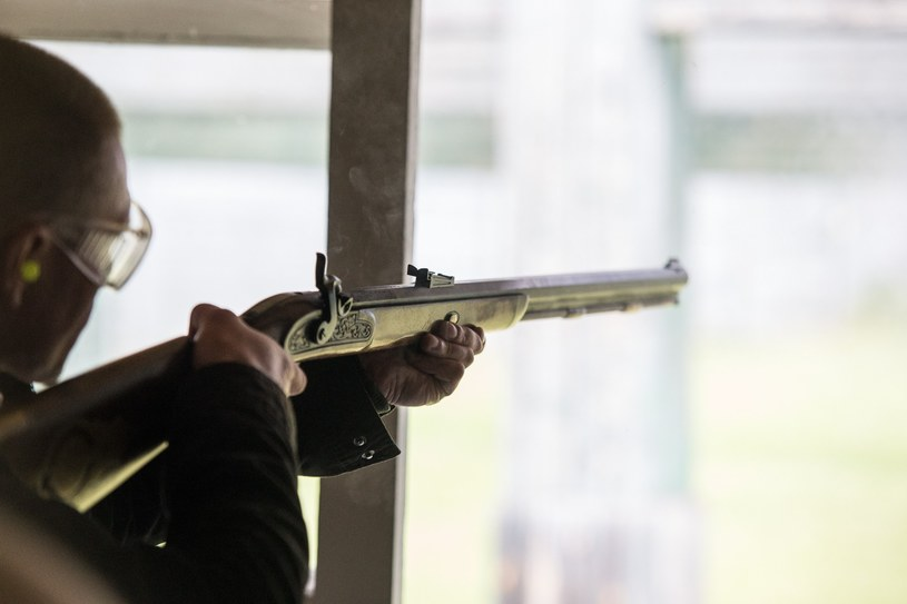 Coraz więcej strzelnic oferuje szkolenia z broni czarnoprochowej /Krzysztof Kaniewski/REPORTER /East News
